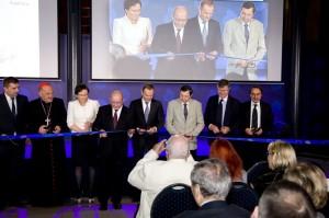 Przedstawiciele rządu podczas uroczystości otwarcia Światowego Centrum Słuchu