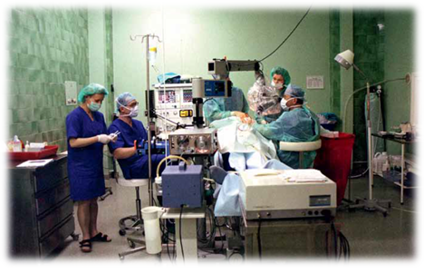 Pierwsza sala operacyjna Instytutu. Totutaj miała miejsce pionierska wświecie operacja wszczepienia implantu ślimakowego upacjenta zczęściową głuchotą.