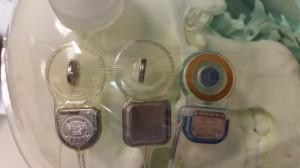 Ryc. 4. Trzy najbardziej popularne rodzaje implantów ślimakowych wświecie. Wszystkie wPolsce są wszczepiane wŚwiatowym Centrum Słuchu