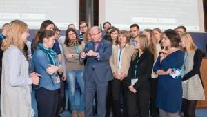 Rozwój nowych programów medycznych musi uwzględniać dane demograficzne, mówił prof.Henryk Skarżyński podczas spotkania zestypendystami Fundacji 2065