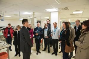 Przyszli liderzy służby zdrowia zwiedzają Światowe Centrum Słuchu